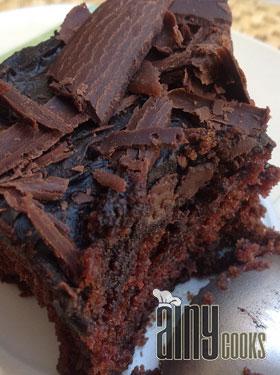 CARAMEL BROWNIE POKE CAKE