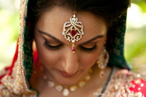 indian-wedding-bride-lengha-tikka-red-golddown