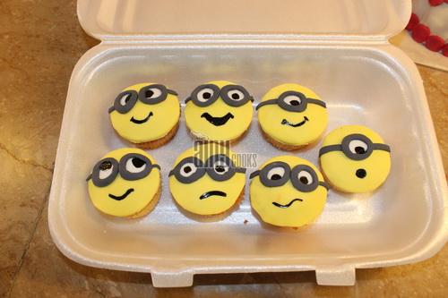 minion cupcake d