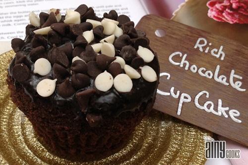 rich-chocolate-cupcakes